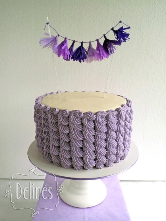 torta con guirnalda copia