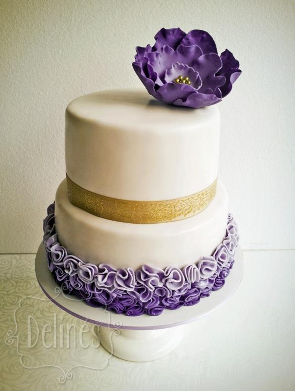 Torta con flor violeta