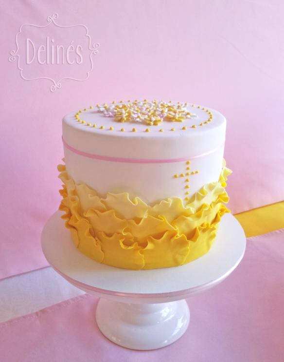 Comunion con margaritas torta petalos costado