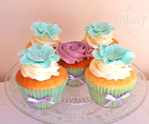 romantico en aqua y lila cupcakes de vainilla