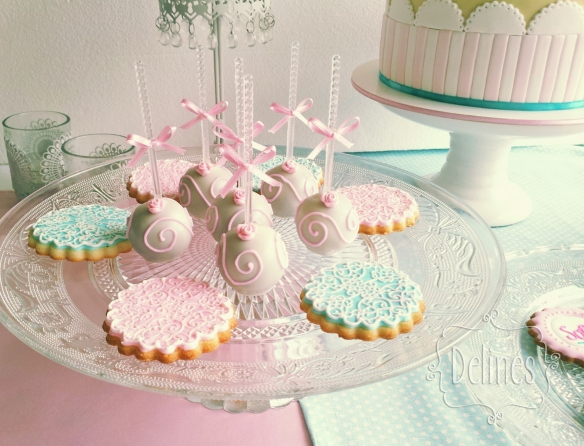 Bautismo shabby con florcitas popcakes y cookies