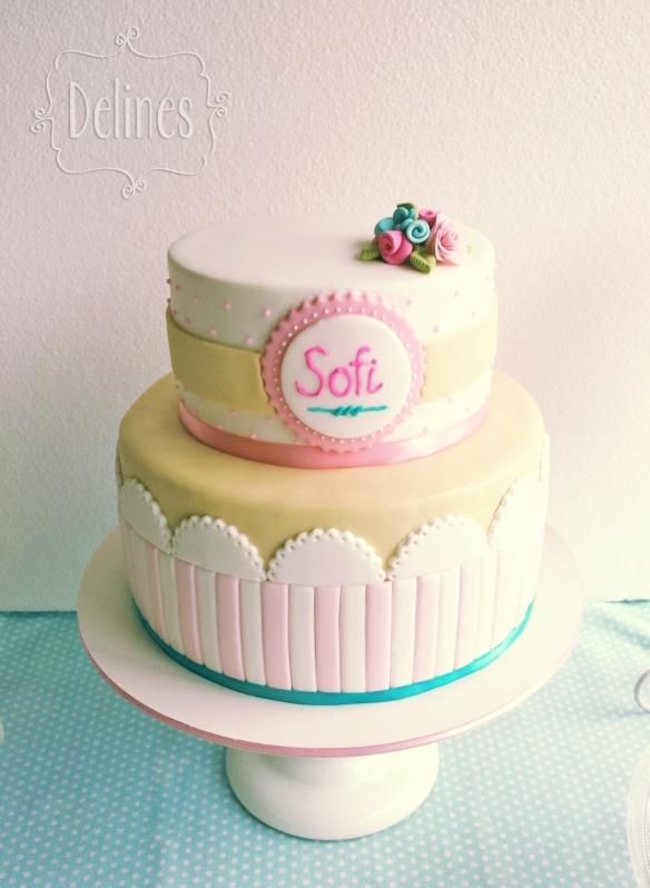 Bautismo shabby con florcitas torta