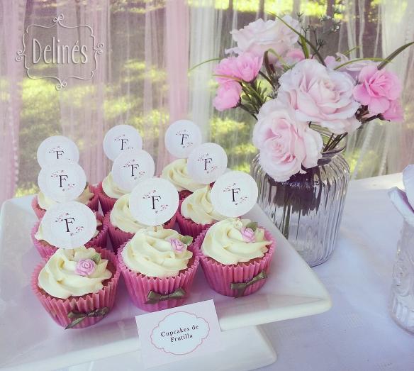 Bautismo delicado y con flores  cupcakes frutilla (1)