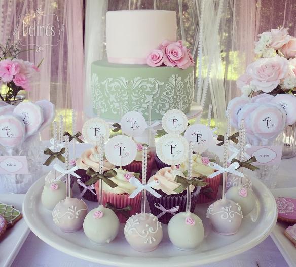 Bautismo delicado y con flores popcakes y cupcakes