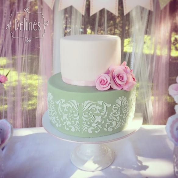 Bautismo delicado y con flores torta