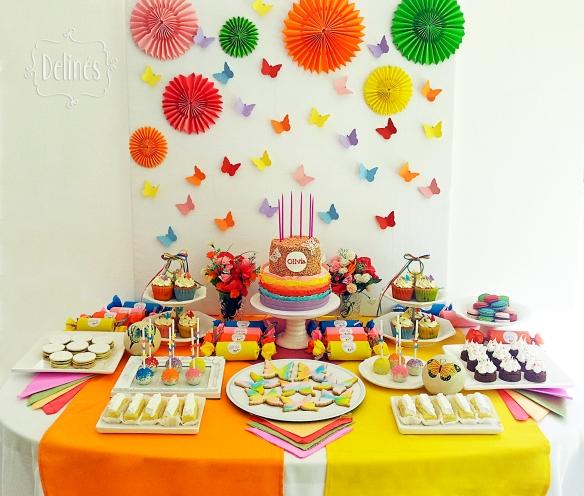 Mariposa multicolor mesa dulce vista